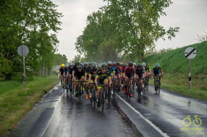 ...később eleredt az eső, de ez nem törte meg a versenyzők lendületét… (Fotó: Vanik Zoltán)